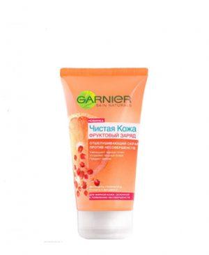 Tay da chet Garnier vitamin C va chiet xuat hoa qua giup sach mun dau den, ngan ngua mun trung ca1